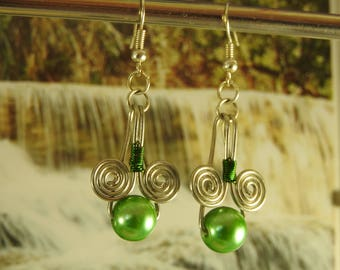 Earrings dangling way wire wrapping and glass beads