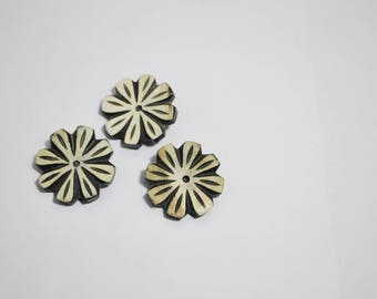 Set of 3 flower beads or buttons