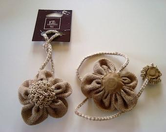 Pair of tiebacks magnetic shape burlap flower and Rope/twine in 2 parts