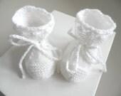 Chaussons bébé 01 mois, tricotés à la main en laine blanche, pour bébé mixte fille ou garçon, création unique, layette fait main promo