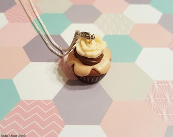Cupcake necklace decorated with chocolate Fimo flower