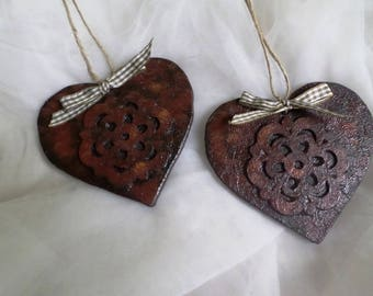 Decorated wooden hearts duo way rust