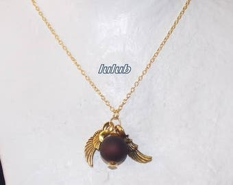 A long pendant necklace with a Pearl and golden wings