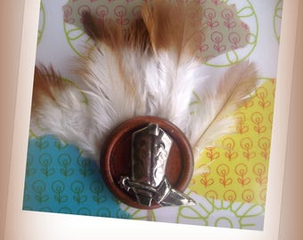 FANCY BROOCH, in front and the country *.