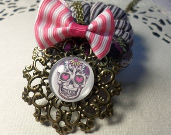 Necklace with colorful skull glass cabochon.
