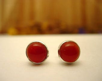 Stud Earrings in silver and carnelian.