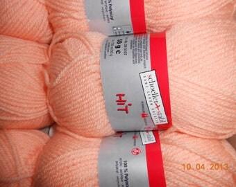 pale pink acrylic yarn N ° 3