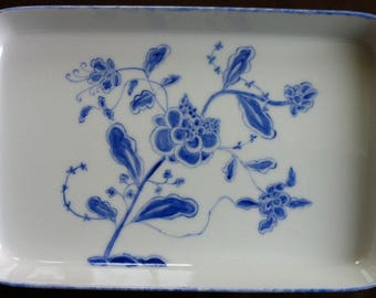 Small blue Asian motif porcelain dish