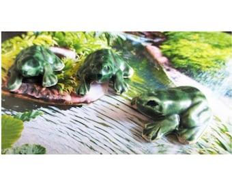 Miniature frog ceramic 2-3 shades of green