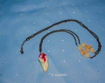 Chantilly corner necklaces