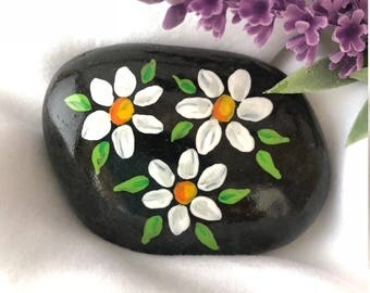Daisies Painted Rock, Easter Gift, Valentine's Day gift, Daisy Painting, Painted Stone, Teacher gift, Christmas gift, stocking stuffer