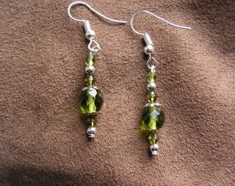 Earrings green dangle beads