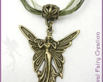 "Necklace ""Fairy of the Woods"" lfils and olive green satin and brass"