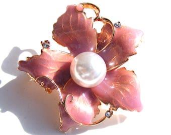 broche doré fleur émaux rose pastel et perle nacré.