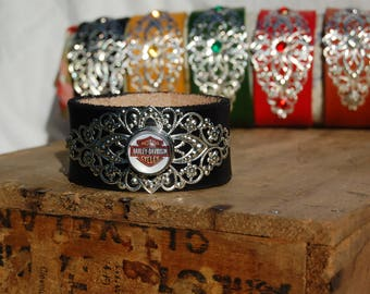 Handmade filigree leather bracelet.