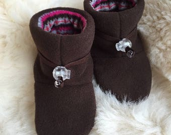 Warm Brown Fleece baby booties, soft sole shoe from Toggle Toes in infant size 4-12 months, baby shoe size 1-3.5