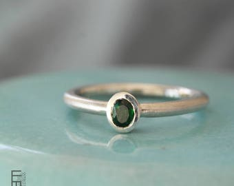 SILVER RING with TSAVORITE – small ring with a faceted green tsavorite (also called green garnet), a very elegant ring