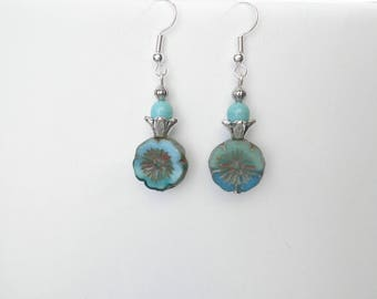 FleurTurquoise earrings with hanging bead and Crown