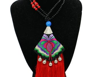 Colar Bordado Tradicional/ Long Necklace with Red Tassels