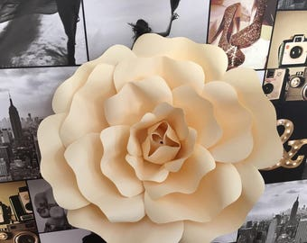Set of 2 paper flowers
