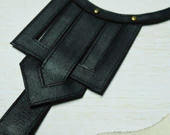 Modern shape leather necklace