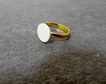 Simple round ring of cold porcelain