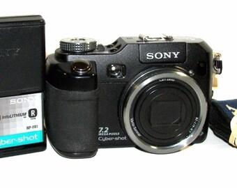 Sony Cyber-shot DSC-V3 7.2 MP Digital Camera - Black