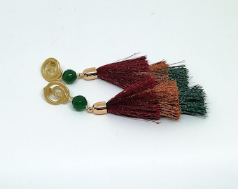 Long earrings with colored tassel