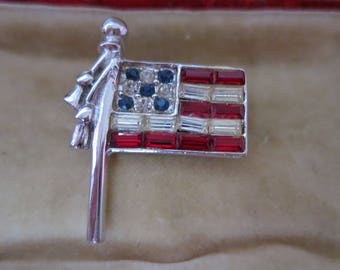 A vintage 1970s american stars and stripes pin/brooch