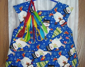 Girls 5T lined apron/smock in cotton snowman theme. Protects clothing for school color n paint projects or helping mom in kitchen.