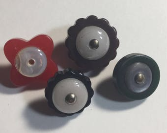 Four Small Bakelite Buttons With Mother of Pearl Centers