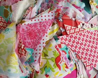 Lot 4 quilting Scraps medium Flat Rate Box stuffed with cotton designer fabrics triangles. See all images.
