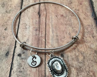 Cowboy hat initial bangle - cowboy hat jewelry, gift for cowgirl, rodeo jewelry, western jewelry, cowboy hat bracelet, rodeo bracelet