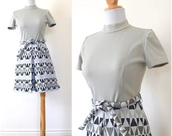 SUMMER SALE/ 30% off Vintage 60s 70s Gray Scale Triangle Mod Shift Dress (size small, medium)