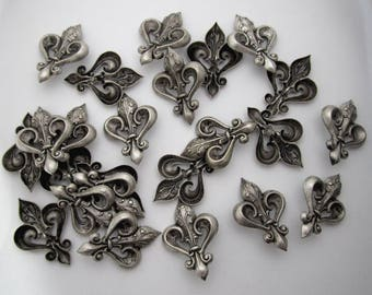 24 pcs. silver tone fleur de lys stampings w button shank on the back 43x31mm - b273