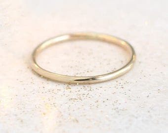14k SOLID gold wedding band. 1.3 mm. yellow gold or palladium white gold. wedding ring. minimalist wedding ring band.