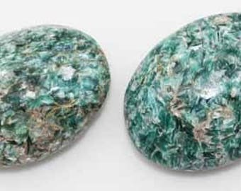 Fuchsite Kyanite Palm Stone - healing emotional pain from deception, betrayal, love affairs, ... brings about release and awakening