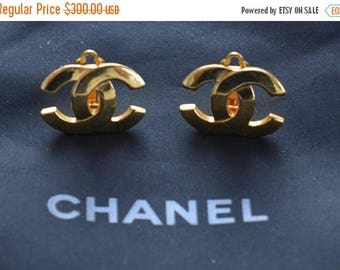 ON SALE Authentic CHANEL Logo Clip Earrings, Gold tone, Vintage (Tb1)