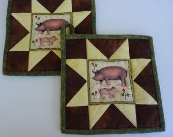 Barnyard Pigs Pot Holder Pair