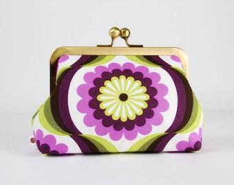 Retro frame purse - Pop daisies in purple - Trip purse / Mod flowers / Apple green violet / Vintage inspiration