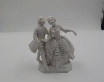 Porcelain Victorian Style Figurine - Man and woman - Statue - Charming - Vintage - 1950 Era