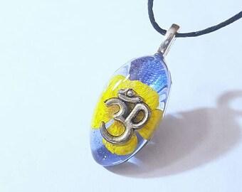 Om Symbol Real Flower Necklace Bohemian Jewelry Charm Spiritual Boho Ohm  Resin Pendant Nature Blue Yellow
