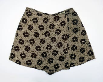 FLORAL SKORT // perfect 90s mod floral wrap skirt