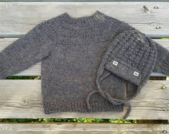 Beautyful sweater and aviator hat. Size 6-12 months