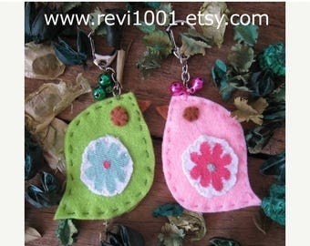 30% OFF SALE Set of 2.. Handmade kawaii cute whimsical Birdie Felt Keychains.. Love Birds in Pink and Green