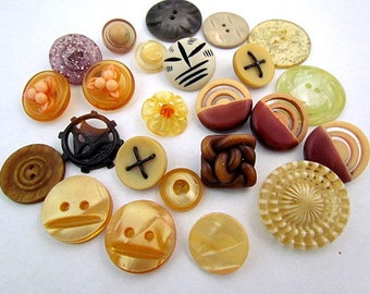 lot of 25 Vintage Celluloid & Plastic Buttons