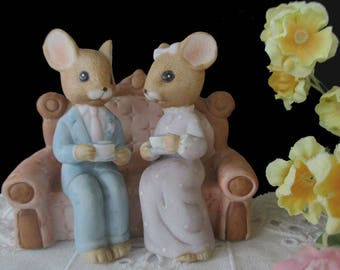 Enesco Mouse Figurine * Man And Woman Mouse On Sofa * Mice Having Tea Figurine * 1984
