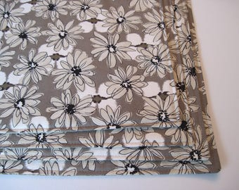 Taupe Daisy Placemats Reversible 4-6 Neutral Beige Placemat Tan and Black Contempo Placemats Beige Placemats Taupe Table Decor Kitchen Decor
