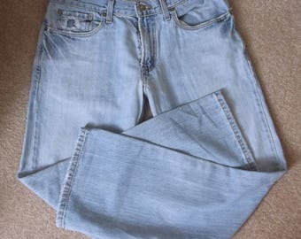 Unisex Low Boot Cut Levis..Size 32/30..527 Levis Jeans..Faded and Frayed Perfection