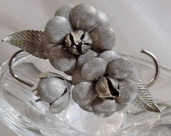 SALE Vintage Silver Mesh Flower Brooch. Silver Tone Mesh Flower Blossoms Pin.